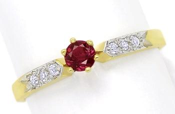 Foto 1, Gold Ring mit 0,33ct Rubin und in der Schiene Diamanten, Q0241