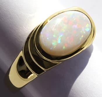 Foto 1, Damenring mit 2,2ct schillerndem Opal in 585er Gelbgold, Q0252