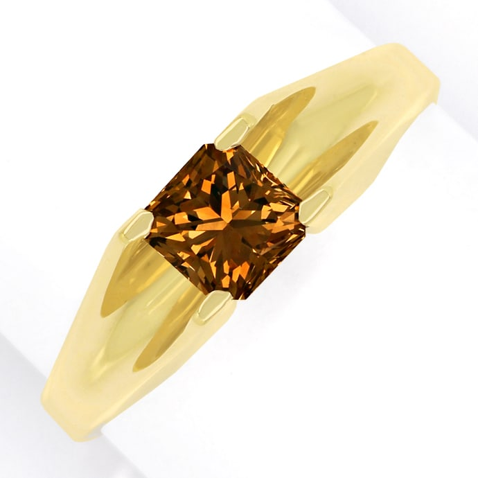 Cornered Rectangular Modificated Brillant 0,8ct in Ring, Designer Ring