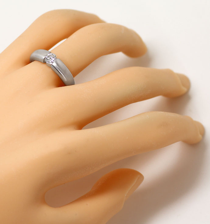 Foto 4 - Spannring mit 0,48 ct Brilliant in massiv 18K Weissgold, R7069
