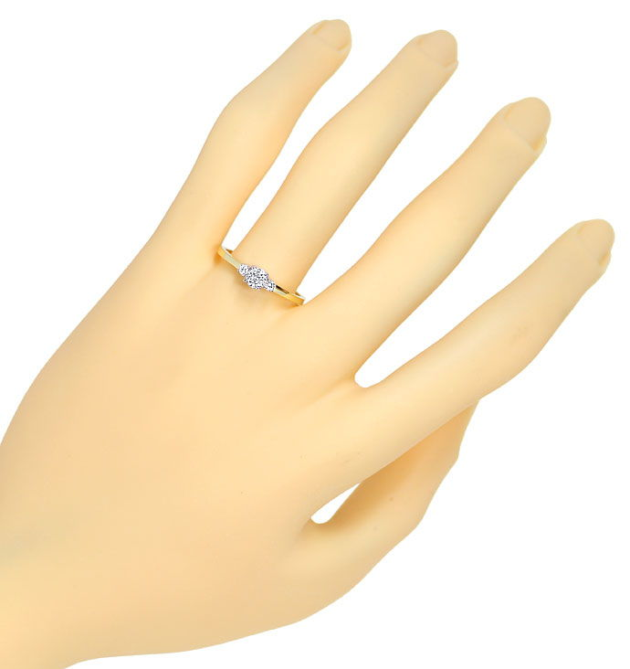 Foto 4, Edler Ring 0,27ct Brillant Solitär und 0,06ct Diamanten, R9563