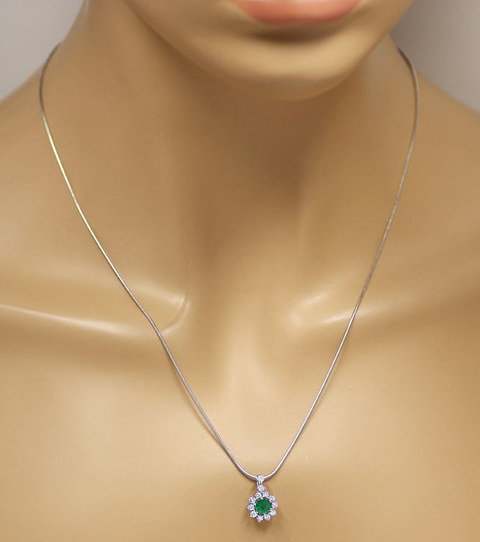 Foto 4, Collier 0,6ct Top Smaragd und 0,4ct Brillanten Weißgold, S2057