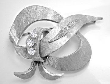 Foto 1, Handarbeits Diamant Brosche 18K Weissgold Gravur Luxus!, S8951