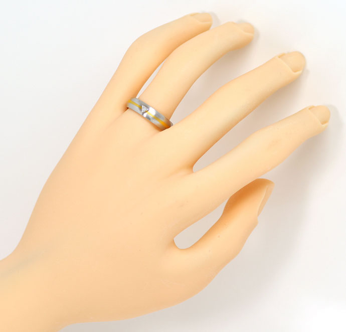 Foto 4 - Ring mit 0,07ct River Triangel Diamant, Platin und Gold, S9070
