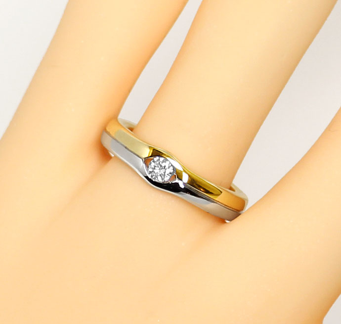 Foto 5, Attraktiver Diamantring mit 0,12ct Brillant 14K Bicolor, S9401